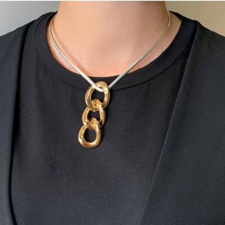 Triangle chain chocker