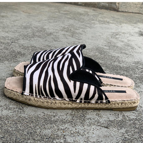 zebraハラコサンダル