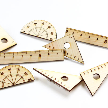 文房具の木製ブローチ
