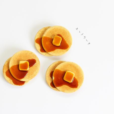 ホットケーキの木製ブローチ