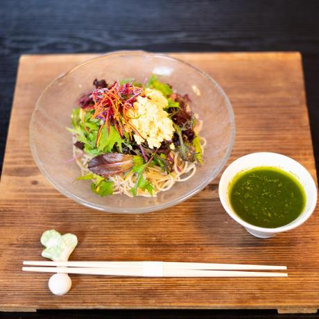 夏限定!京北産有機野菜のサラダ バジル蕎麦(夏野菜グリル+サラダ+生蕎麦+バジル出汁+スクランブルエッグ)