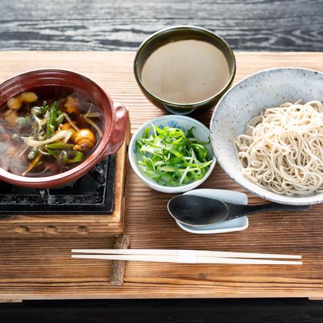 美山地鶏と葱のあつそば つけ麺(付け出し+生蕎麦+刻み葱)