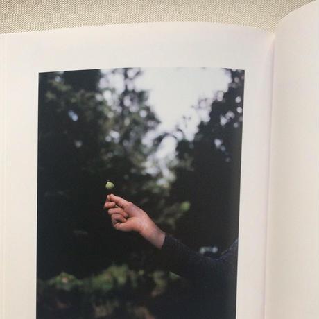 エレナ・トゥタッチコワ|林檎が木から落ちるとき、音が生まれる
