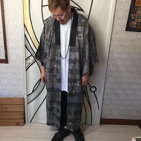 【個性的】ヴィンテージ漢字プリント着物ガウン