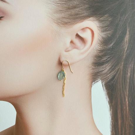 [即納] 3月誕生石/モスアクアマリン&チェーンの耳飾り