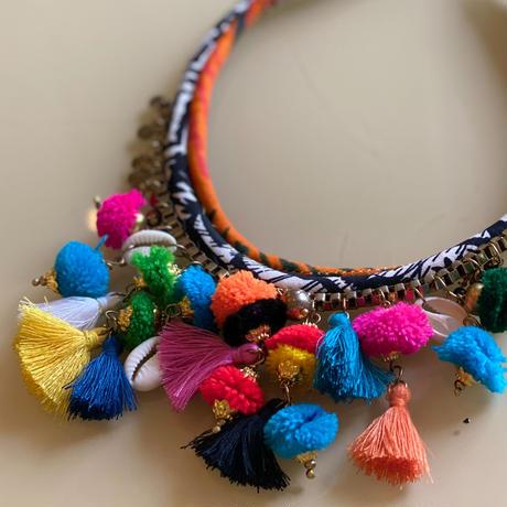 pompoms necklace