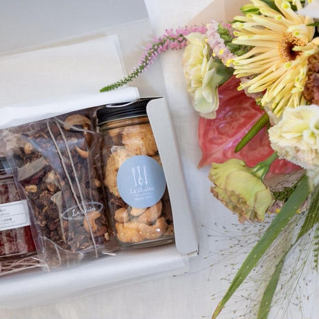 『季節のお菓子とお花のお届け便』母の日の贈りもの/配送分