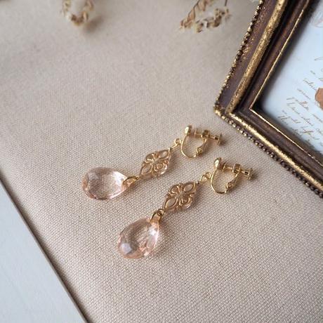 アンティーク風ビーズと桜ピンクのドロップピアス・イヤリング
