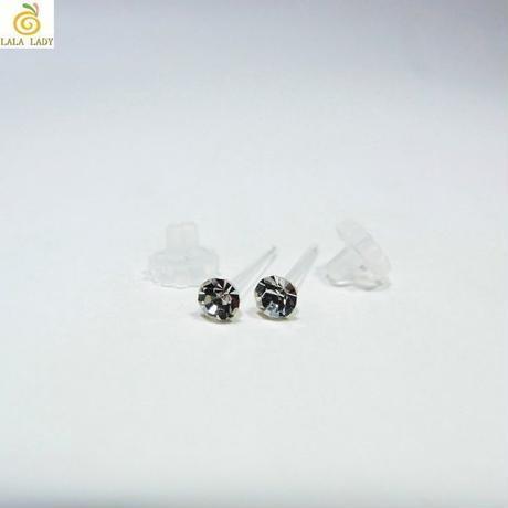 高品質 プレシオサ社製 3mm チェコクリスタル 樹脂製 ピアス ◆lalalady-191