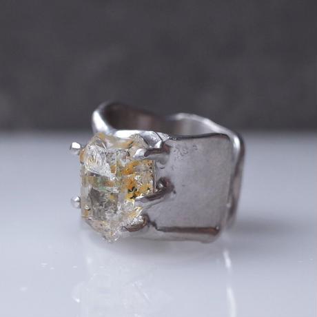 Charm Ring  №461 / Oil in Quartz