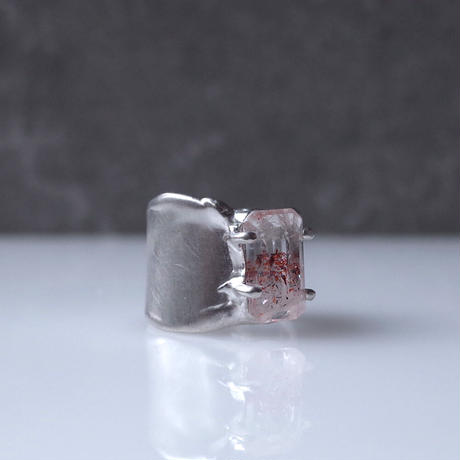 Charm Ring  №450 / Lepidocrocite in quartz