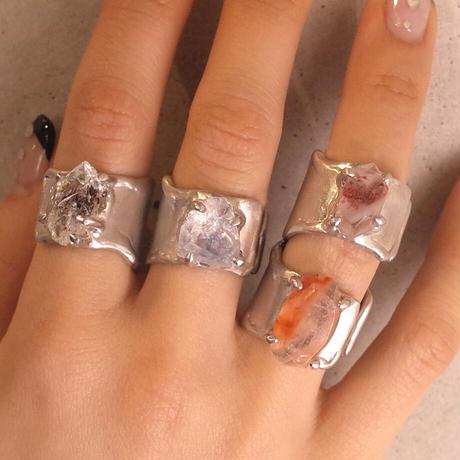 Charm Ring  №394 / Oil in Quartz