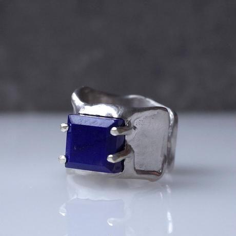 Charm Ring  №447 / Lapislazuli