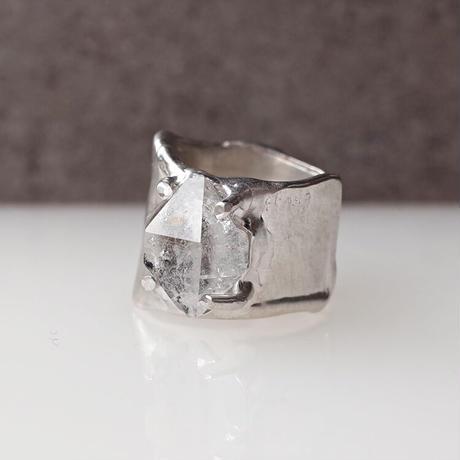 Charm Ring  №463 / Oil in Quartz