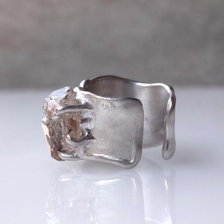 Charm Ring  №506 / Oil in Quartz