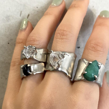 Charm Ring  №451 / Emerald