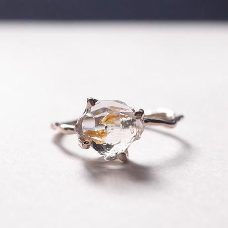 Charm Ring  №401 / Oil in Quartz