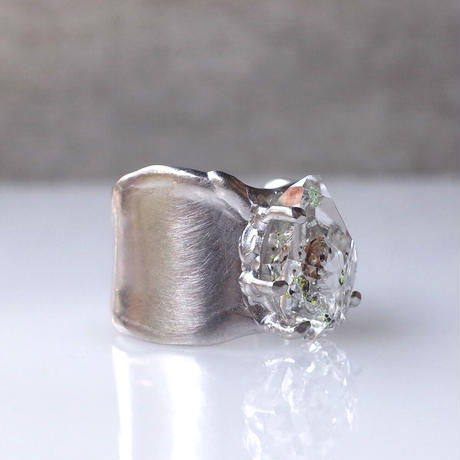 Charm Ring  №508 / Oil in Quartz
