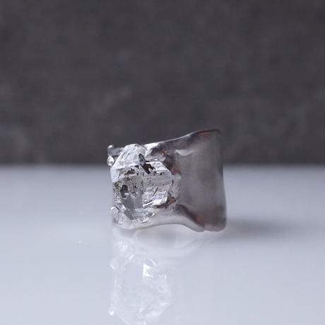Charm Ring  №460 / Oil in Quartz