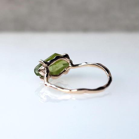 Charm Ring  №489 / Peridot