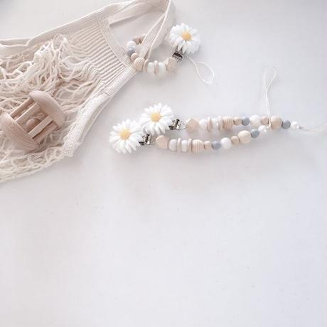 white Margaret clip