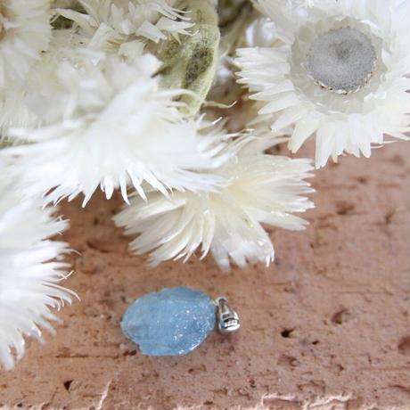 アクアマリン原石のペンダントトップ(JAPT8)