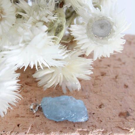 アクアマリンの原石ペンダントトップ(JAPT9)