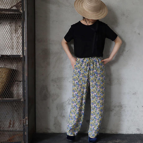 Le pivot flower print  rough pants (blue mix)