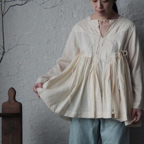 TOWAVASE Artisan blouse (ivory)