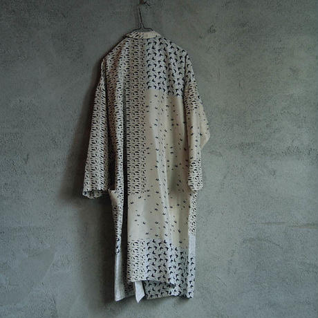 TOWAVASE Lu Cygne silk robe