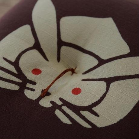 型染め本縫い小座布団 兎