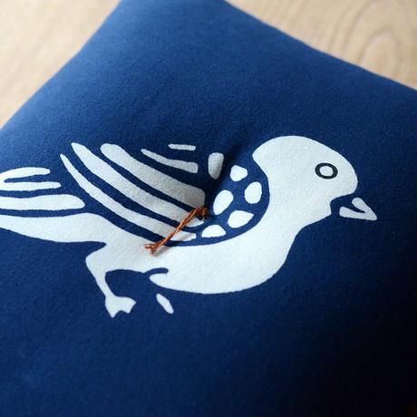 型染め本縫い小座布団 鳩