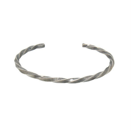 THEFT - narrow twist line bangle