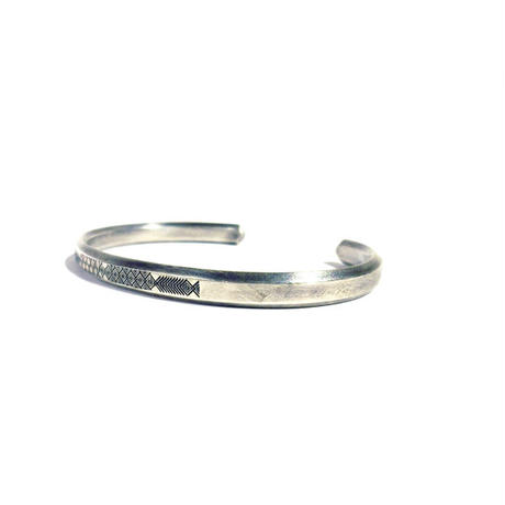 bIRTHRE - engraving twins fish bangle  silver