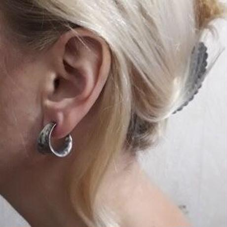 j28.unique curve pierce