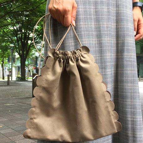 bag2-02220 送料無料! ベージュ フェイクスエード スカラップ巾着バッグ 日本製