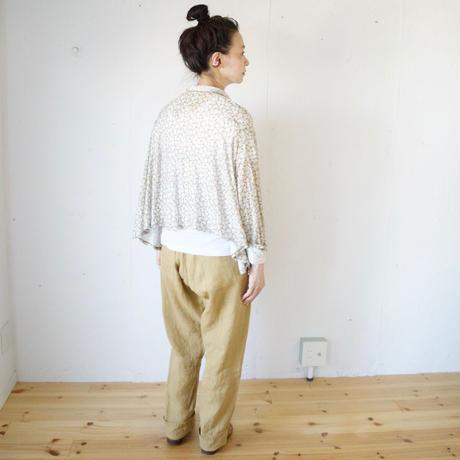 Vlas Blomme(ヴラスブラム)薄手天竺 フラワープリント ポケット付きショールカーディガン / ベージュ