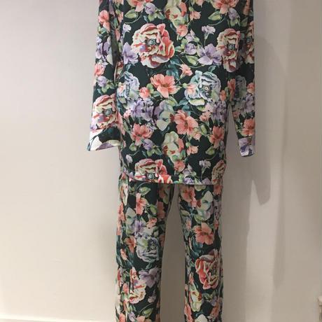 プロミス 華やかにお花が舞うパジャマ