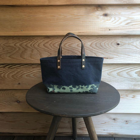 washed canvas toteMINI bag  (Navy × camo)