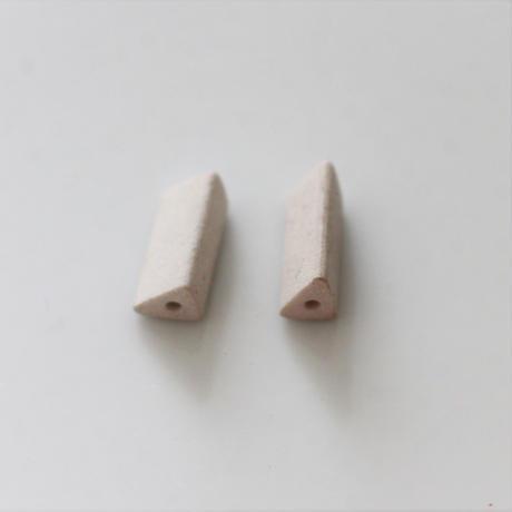 【ビーズセット】三角柱マットビーズ2個(white)13㎜   436