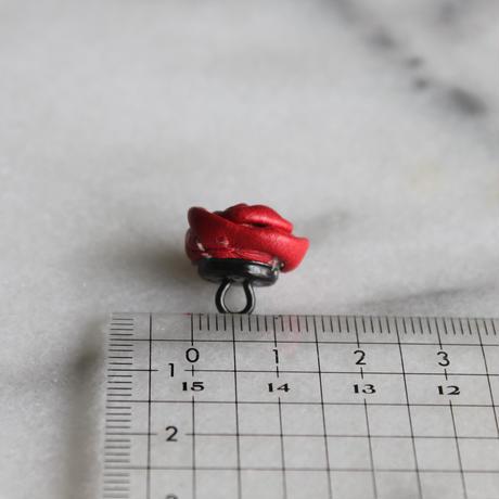 ドイツ製 ASTOR 本革のローズボタン 赤 小15㎜
