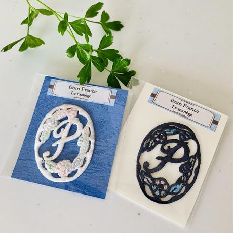 フランス アップリケ 花楕円のイニシャルP 紺