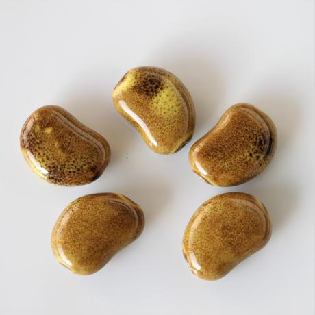 そら豆型の陶器ビーズ 22㎜(マスタード)フランスパーツ 435