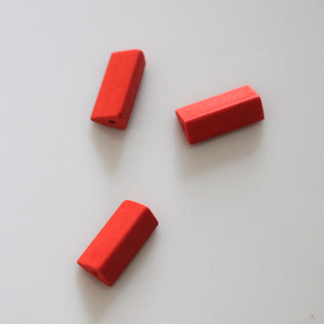 【ビーズセット】三角柱マットビーズ2個(red)13㎜    436