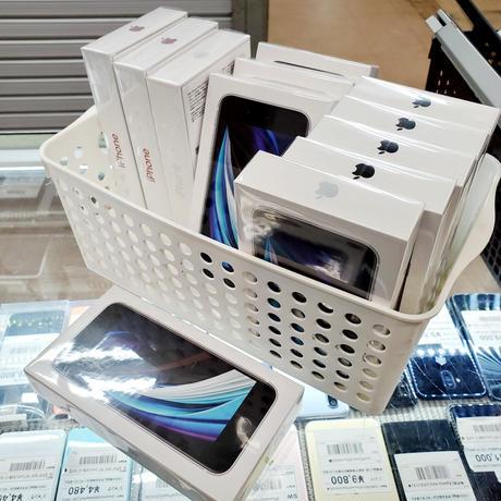 [Sランク] 新品未開封品 SIMロック解除済み iPhone SE2 64GB 各色