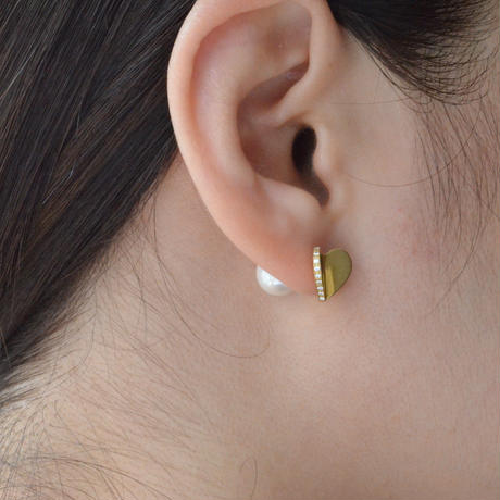 Tiny heart line stone pierce (gold / cubic zirconia / pearl clasp)