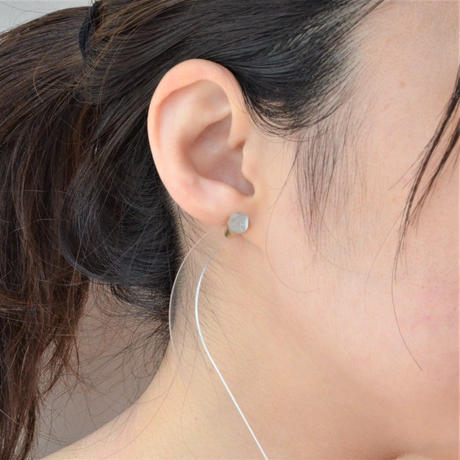 Quartz K18 post pierced earring