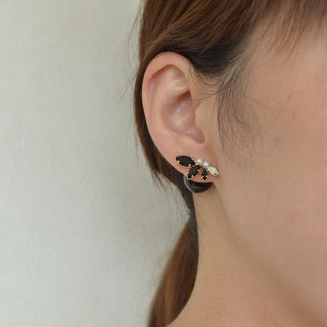 bijoux  4 crystals , paerl pierce  (Black,Pearl Mix) , Black catch