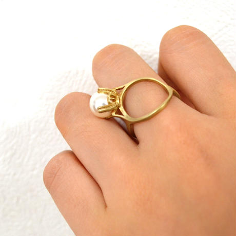 ring motif ring (pearl / gold)