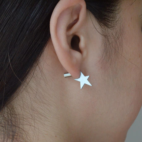 Tiny star line stone pierce (silver / cubic zirconia / shine gold tube clasp)